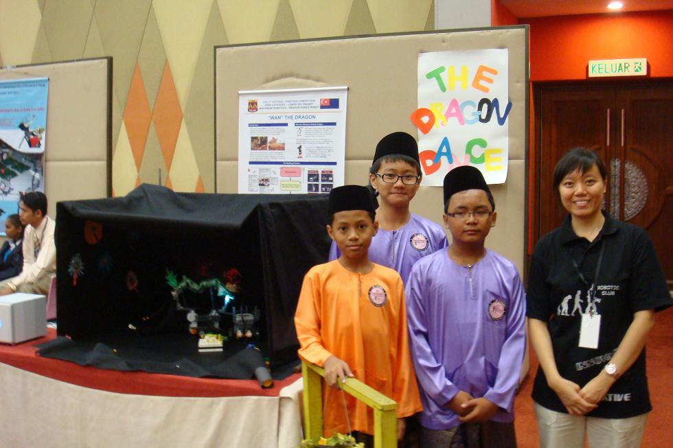 The open category team from SMK Dato Jaafar with their creation of Wan the Robotic Dragon. The spirit of 1Malaysia is displayed when Malaysian irrespective of race come together to promote Dragon dance to the rest of the world.